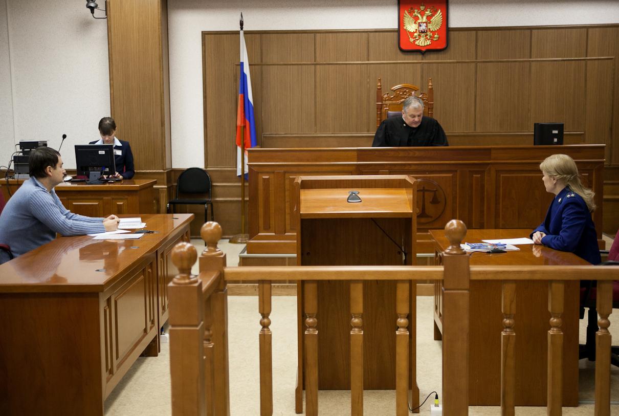 Ограничения в судах продлены до конца месяца